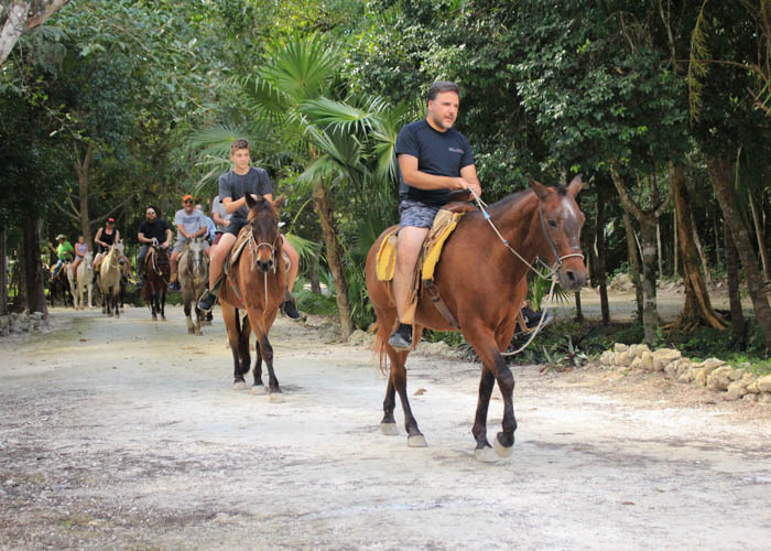 tours-aventura-cancun-montarcaballo-lomabonita
