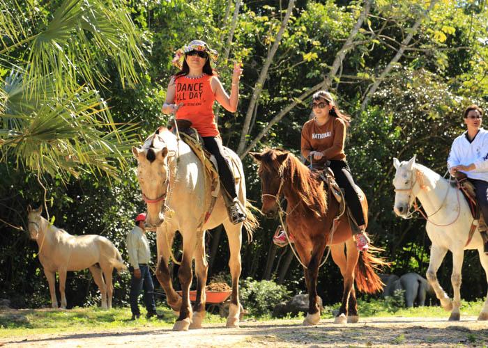 lomabonita-paseo-caballo-cancun