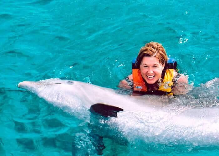 encuentro-con-delfines-islamujeres-garrafon