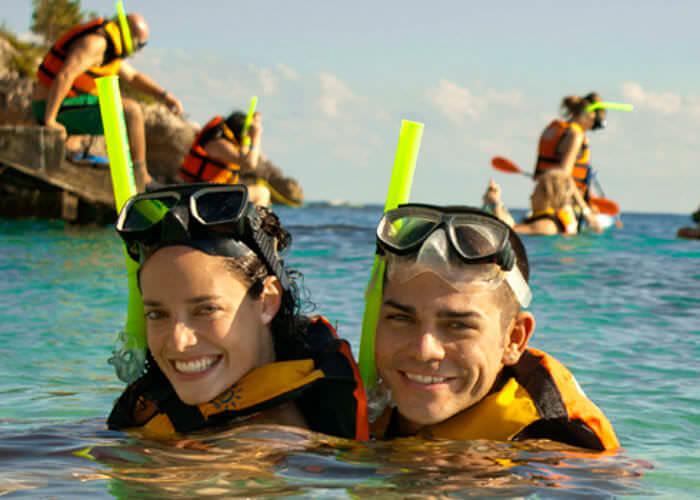 garrafon-islamujeres-pareja-snorkeleando