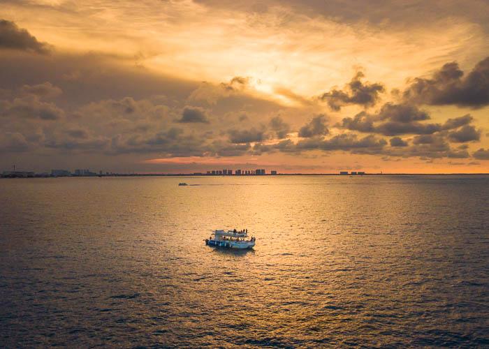 catamaran-cancun-paseo-atardecer