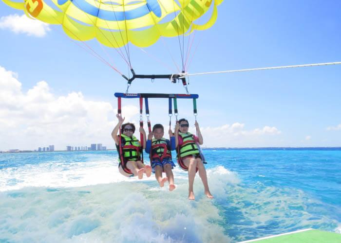 quehacerencancun-parasailing