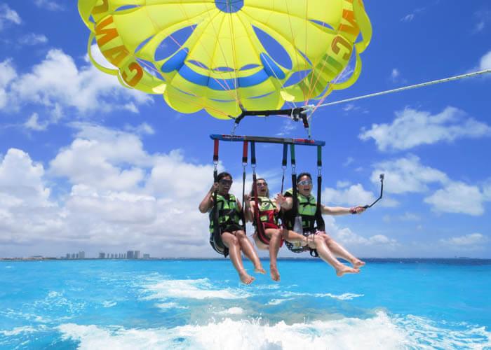 tours-extremos-cancun-parasailing