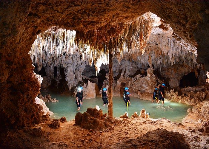 tours-en-cancun-riosecreto-estalactitas