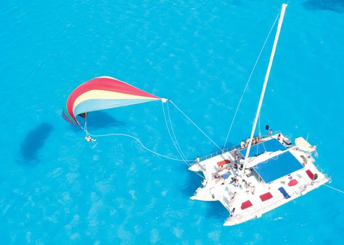tour-catamaran-islamujeres-spinnaker