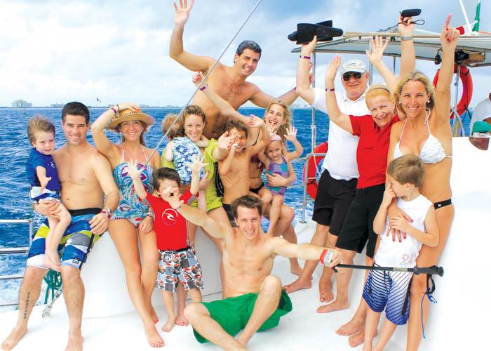 tour-islamujeres-catamaran-familia