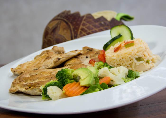 restaurante-en-cenote-dosojos