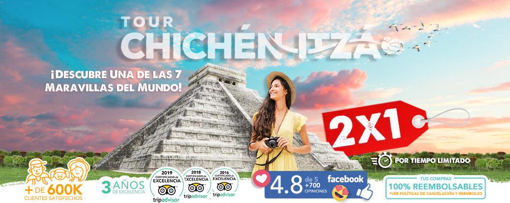 Foto de Mujer Joven en Templo de Kukulcán Chichén Itzá