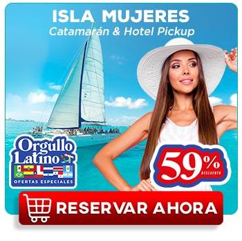 Pareja joven latinos divirtiéndose en Isla Mujeres con vista al mar carbe de Cancún