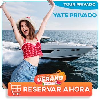 Mujer joven disfrutando un yate privado en Cancún