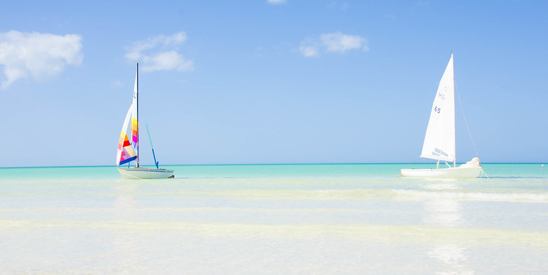 Embarcaciones en playa de Cancún