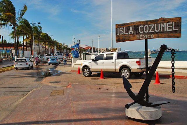 Avenida para pasear en el puerto de Cozumel