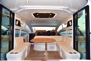 Acabados interiores de un camarote de Yate privado