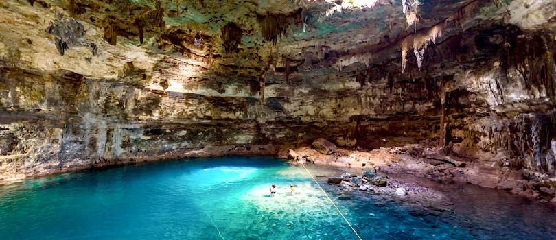 cenote subterraneo en Riviera Maya