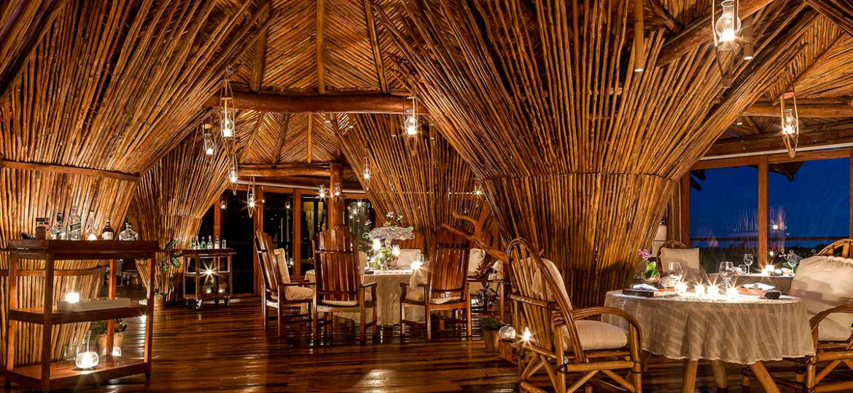 Restaurante caribeño y lujoso con palapa de palma artesanal